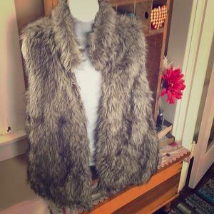 Faux fur vest Large NWT